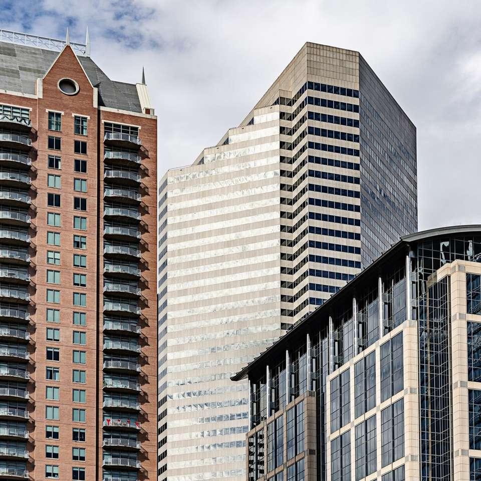 ψηλά κτίρια με μπαλκόνια -  (10×10)