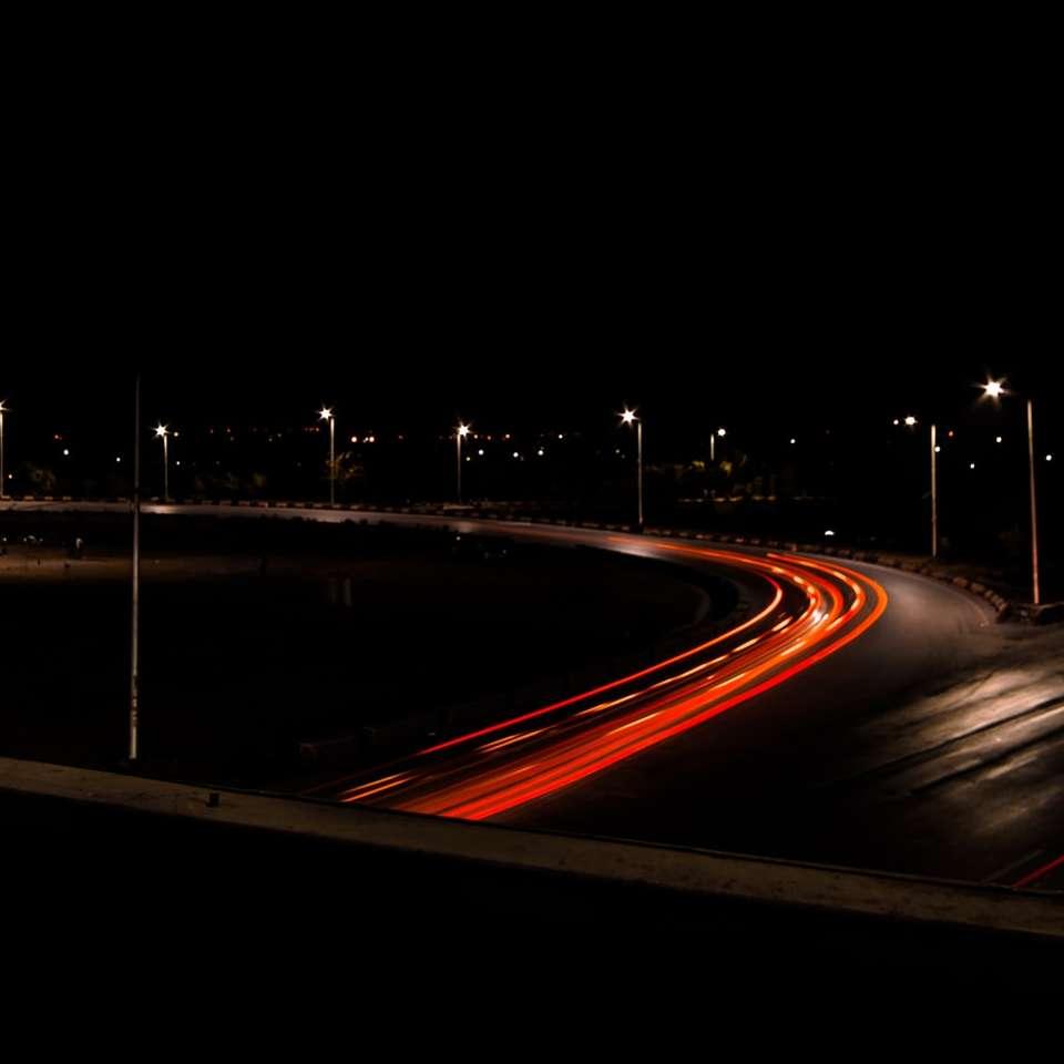 rote Autobahn in der Nacht -  (10×10)