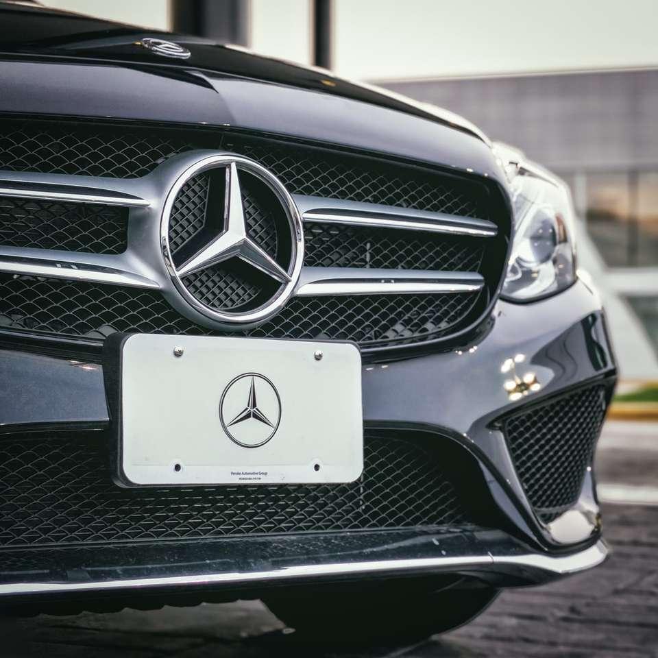 Czarny samochód Mercedes -  (10×10)