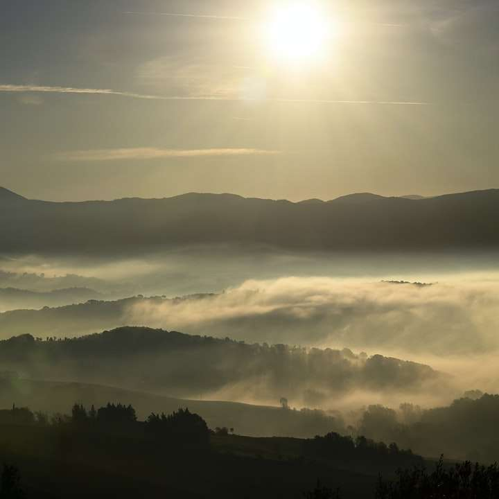 Gyönyörű hegyek és az ég -  (10×10)