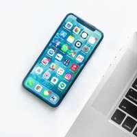 smartphone se spoustou ikon
