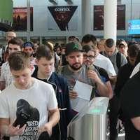 Jovens entrando na Gamescom