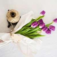 Becsomagolt tulipánok