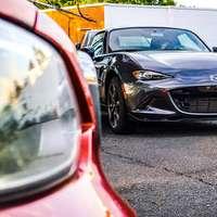 svart Mazda bil