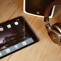 Bruine koptelefoon iPad