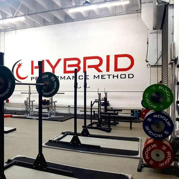 εξοπλισμός γυμναστηρίου μέσα στο δωμάτιο
