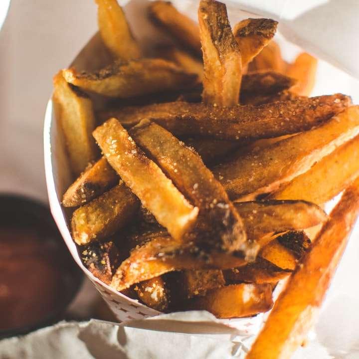 foto de foco seletivo de batatas fritas - Esta foto foi tirada de certa forma enquanto para em uma loja de hambúrguer aleatória. Eu não podia comer carne, então tive que me contentar com essas ótimas batatas fritas. Chicago, Estados Unid (4×4)