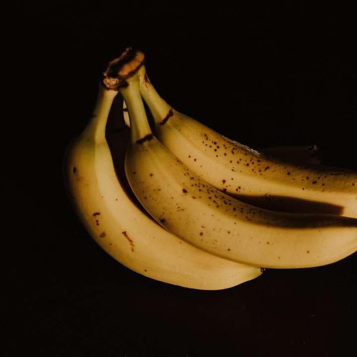 Eine gereifte Banane - Foto von Bündel reifen Bananen (8×8)