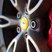 ruota e pneumatico per veicoli neri