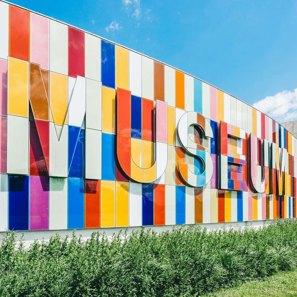 """Kolorowy znak """"muzeum"""""""