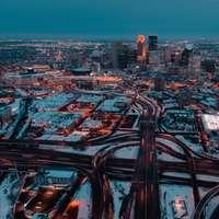 panorama města v noci