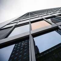 χαμηλής γωνίας φωτογραφία πολυόροφων κτιρίων